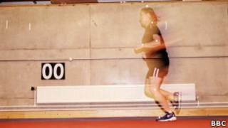 Exercício de educação física em Liverpool, em foto de arquivo (BBC)