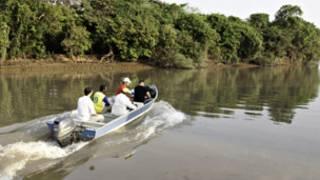 Urna é transportada de barco (foto: TRE-PA)