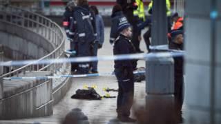 Cảnh sát phong tỏa quảng trường Saint-Lambert