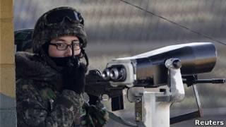 Binh lính gác khu phi quân sự tại biên giới Nam Bắc Hàn
