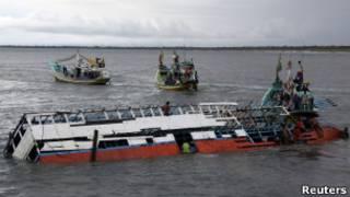 Kapal imigran terapung