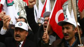 Акция протеста у посольства Франции в Анкаре