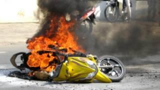Chiếc xe máy bị cháy trên đường Lê Quang Định, TpHCM