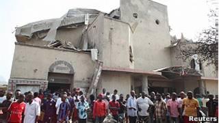 на месте взрыва у нигерийской церкви