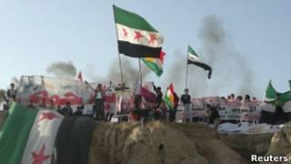 Участники акций протеста в Сирии