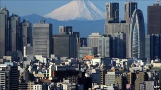 Zona comercial en Tokio, Japón