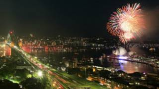 Pháo hoa mừng năm mới tại Cầu cảng Sydney