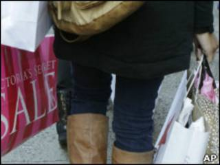 圣诞节购物旺季街头消费者