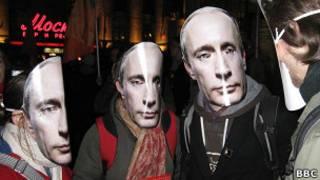 """Участники митинга на Триумфальной площади 31 числа в масках """"Путина"""""""