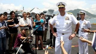 Trả lời báo chí trên khoang Hàng không mẫu hạm Ronald Reagan tháng 8/2011 ở Hong Kong