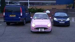 Mulheres conseguem centralizar melhor o carro na vaga (BBC)