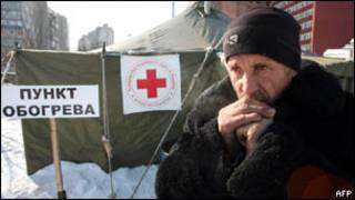 Bên ngoài một điểm sưởi ấm tại Donetsk, Ukraina