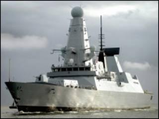 """英國皇家海軍""""不屈號""""驅逐艦"""