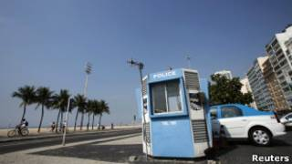 Foto: Posto de polícia vazio no Leme, Rio de Janeiro. | Foto: Reuters