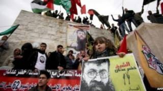 Demo mendukung Khader Adnan