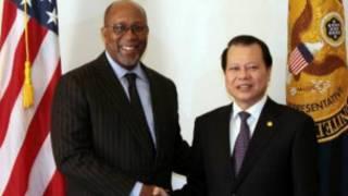 Phó thủ tướng Vũ Văn Ninh g̣ặp đại diện thương mại Mỹ Ron Kirk