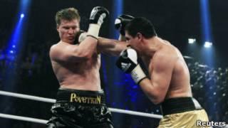Александр Поветкин и Марко Хук на ринге
