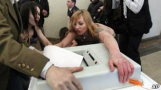 Акция Femen во время президентских выборов в России