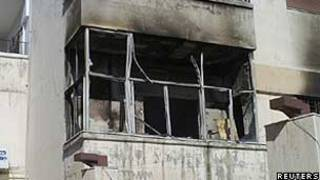 Casa destruída no bairro de Inshaat, em Homs (Reuters)