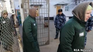 Заключенные женской колонии в России