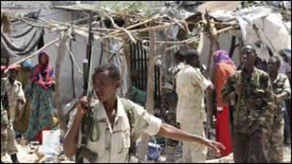 Askarta Dowladda Somalia oo  jooga Villa Somalia horteeda
