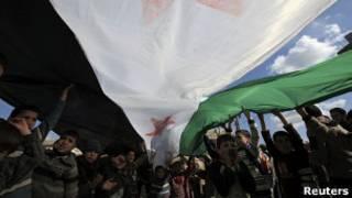 Protesto contra Assad em Idlib   Foto: Reuters
