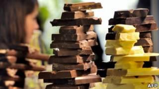 Barras de chocolate fotografadas em no Salon du Chocolat, evento realizado em março na França (AFP)