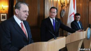 罗格与卡梅伦在新闻发布会上