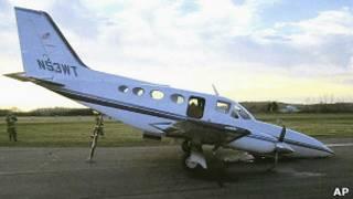 طائرة من نوع (Cessana) هبطت اضطراريا