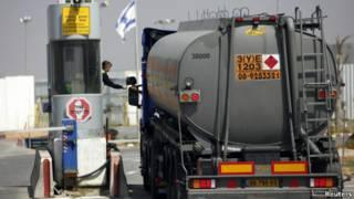 شاحنة وقود الى غزة