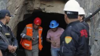 Equipes de resgate inspecionam mina onde nove mineiros estão presos, no Peru