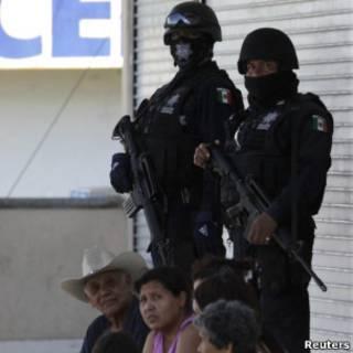 Policias na cidade mexicana de Guadalupe (Reuters)