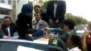 السيدة الإيرانية تحاول اسماع مطالبها لأحمدي نجاد