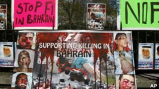Cartazes em Londres contra a realização do GP de Bahrein  (AP)