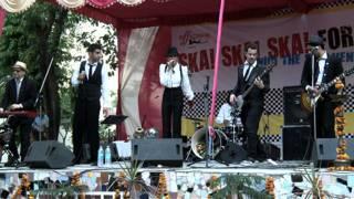 तिहाड़ में कार्यक्रम पेश करता स्टेफ़ान के का बैंड
