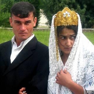 Жених и невеста в Таджикистане