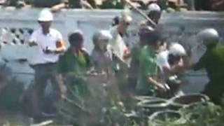 Hình ảnh vụ đánh đập ở Hưng Yên cắt ra từ video clip