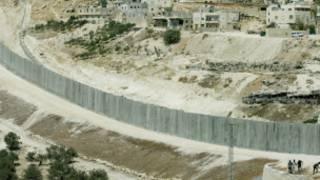 इसराइल की विवादास्पद सुरक्षा दीवार