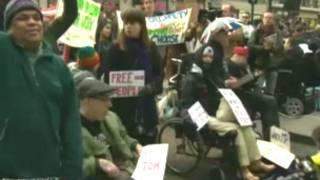 Protesto de deficientes britânicos por conta de proposta de reformas no sistema de benefícios (BBC)