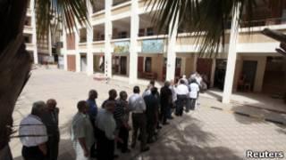 Египтяне в очереди в избирательный участок
