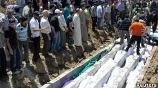 Хула, похороны жертв массовых убийств