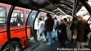 Paradero de autobuses en Curitiba