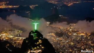 Imagem do Cristo Redentor em verde para marcar a realização da Rio+20 (Foto: Reuters)
