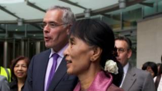 Suu Kyi katika jumba la shirika la BBC