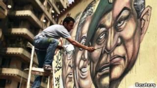 Mural no Cairo mostra rosto com traços do ex-presidente Hosni Mubarak e de líderes militares