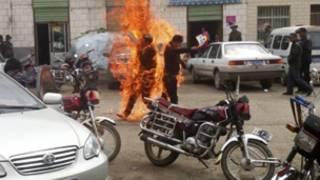 Hai người Tây Tạng tự thiêu ở tỉnh Thanh Hải hồi tháng 6/2012