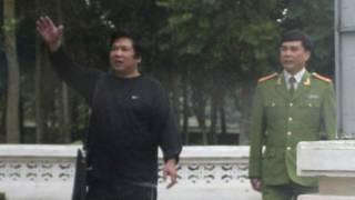 Tiến sỹ Cù Huy Hà Vũ (trái)