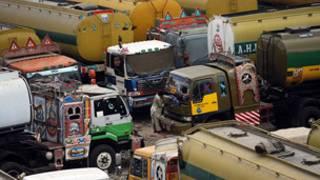 Siministro de camiones en la frontera