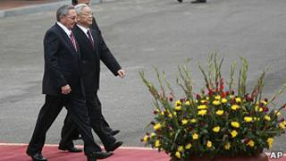 Raúl Castro e Nguyen Phu Trong   Foto: AP