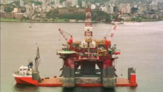 Plataforma de petróleo na Baía de Guanabara, Rio de Janeiro.